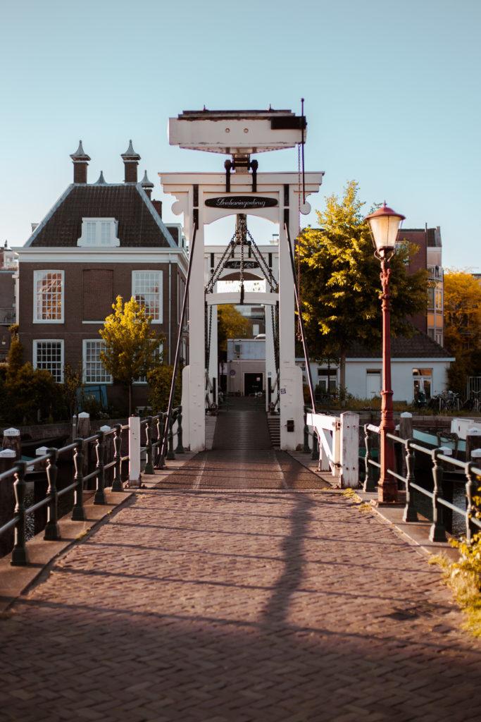 Poster en ansichtkaart: Drieharingenbrug in Amsterdam