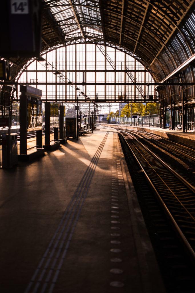 Poster en ansichtkaart: een stil Amsterdam Centraal